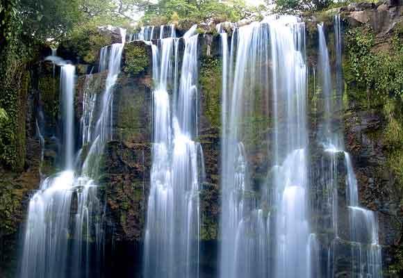 Las cataratas se suceden por todo el país y son tan impresionantes como éstas de