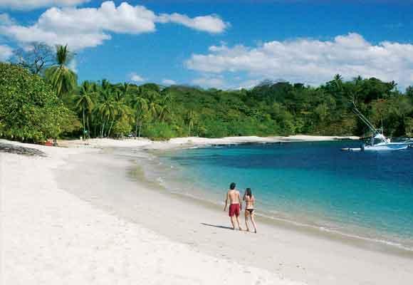 Las aguas limpias de las playas como la de San Juanillo permiten admirar toda la riqueza marina de la zona