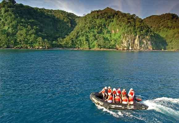 Viaja en una zodiac hasta la Isla del Coco