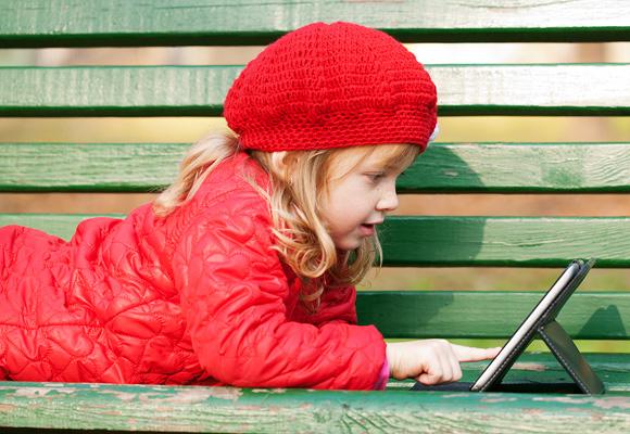Los peques pueden jugar con su tablet y repasar las materias del cole
