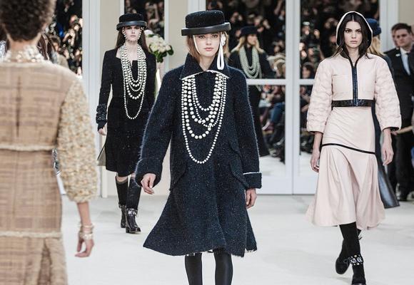 Chanel apuesta por la seda de alta gama para sus accesorios y colecciones