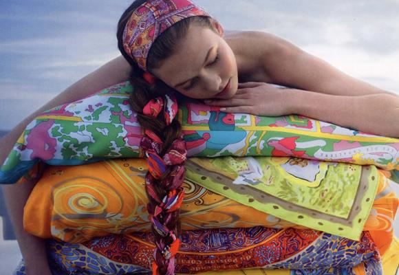 Hermés destaca sin duda por sus pañuelos de seda. Compra aquí