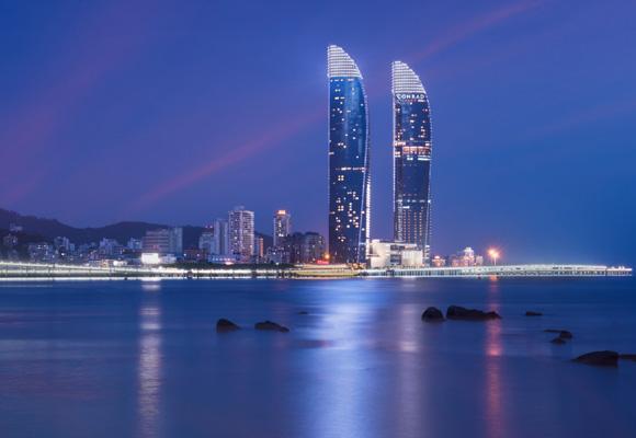 Conrad Xiamen está situado en la torre