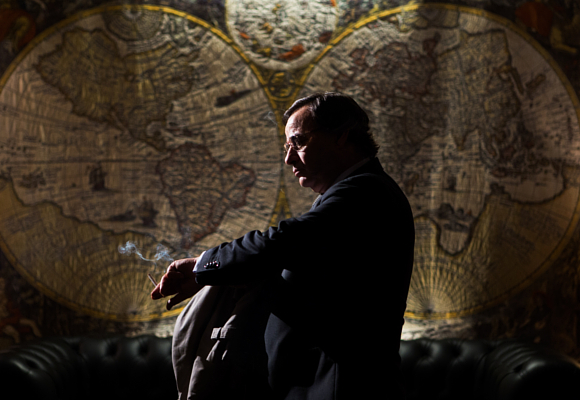 Eduard Fernández como Francisco Paesa en El hombre de las mil caras 2