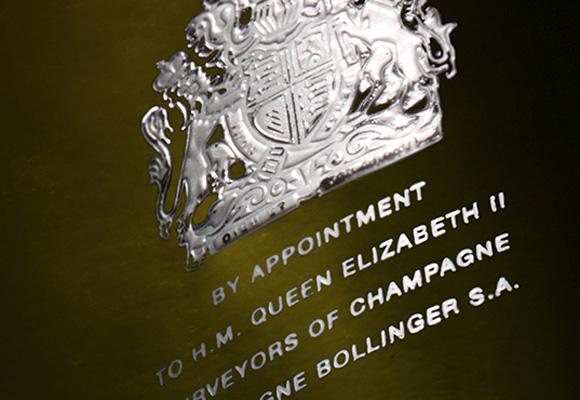 Champagne Bollinger con el escudo de armas real