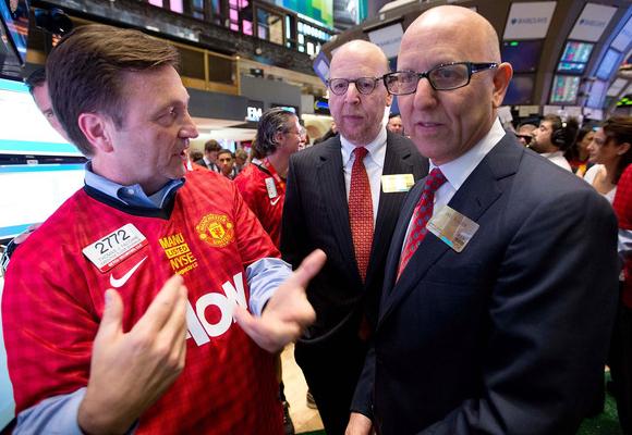 Agente de bolsa de NY con camisetas del manchester united