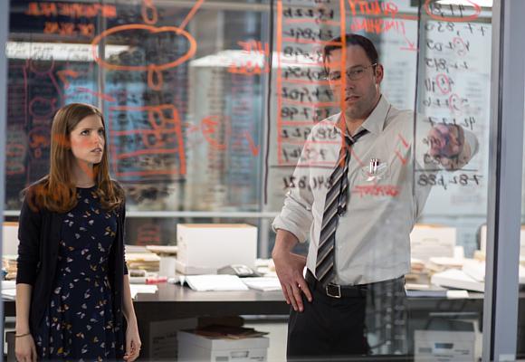 El contable Ben Affleck y Anna Kendrick