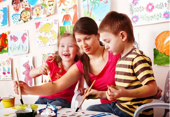 Neurocencia y educación niña niño pintando