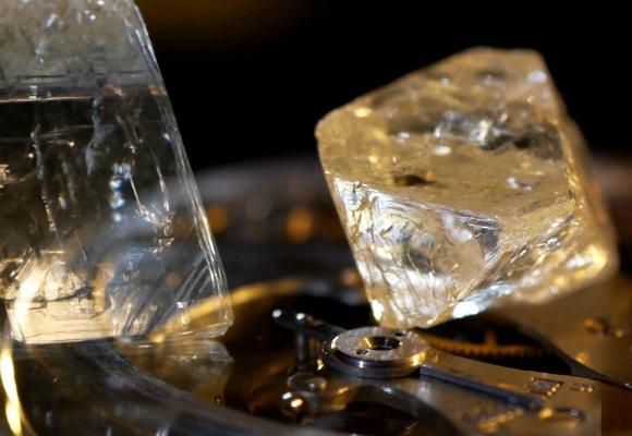 alrosa-diamante-reloj