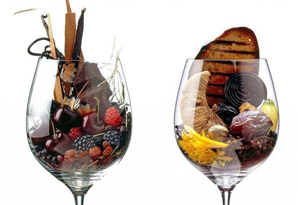 Copas de vino con frutos secos y aromas