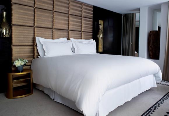 cama dormir descanso hotel