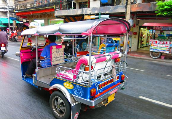 pasear-en-tuk-tuk-siempre-es-un-divertido-plan-para-disfrutar-de-tailandia