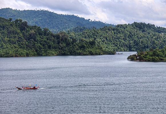 por-el-lago-cheow-larn-llegamos-hasta-el-rainforest-camp