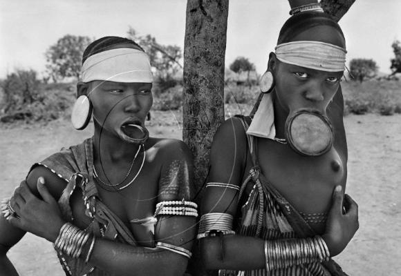 las-mujeres-mursi-y-surma-son-las-ultimas-en-el-mundo-en-llevar-platos-labiales-pueblo-mursi-de-dargui-en-el-parque-naciona