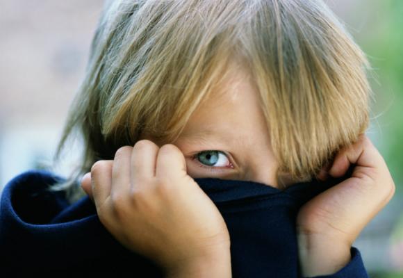 niño timido