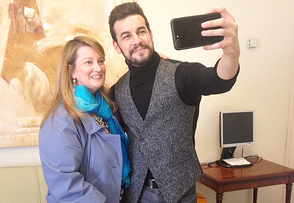 mario-casas-y-amalia-enriquez-selfie-close-to-2