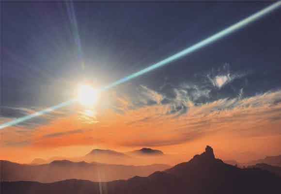 El Roque Bentayga al caer la tarde.