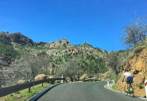 La sinuosa carretera hacia Fataga es una gran ruta ciclista