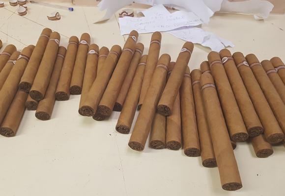 Cigarros Condal seleccionados por color