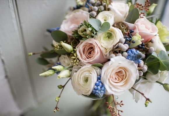 Experta en ramos de novias texturados es Sarah Richarson. Fotografía Jane Beadnell