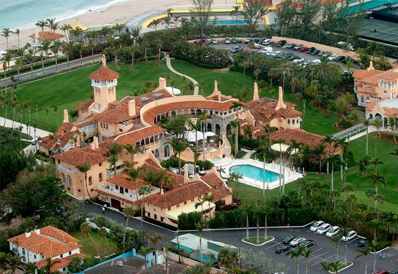 Donald Trump viajó tres veces en un mes a su complejo de lujo en Florida