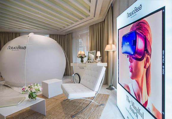 Mientras las estrellas de Hollywood preparan su piel con #TheMindfulTouch para este domingo, prensa y 'beauty experts' prueban esta nueva experiencia 360º en el