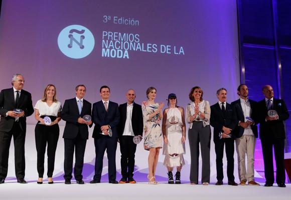 La reina Letizia entregó los Premios Nacionales de la Moda en 2016