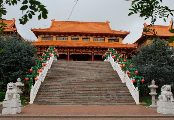 El templo está en un enclave maravilloso