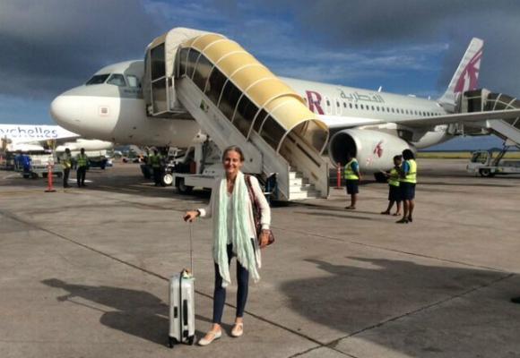 Carla preparada para disfrutar de un vuelo conQatar Airways en el moderno Dreamliner