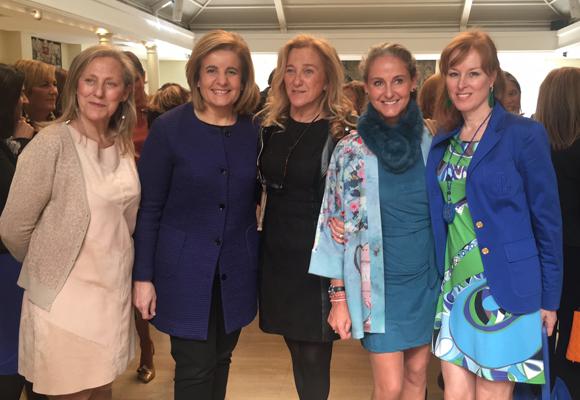 Aquí mujeres FEDEPE entre las que se encuentra Gloria Lomana y La Ministra de Trabajo Fatima Bañez