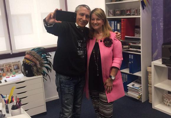 Así se hizo el selfie de la portada con nuestra colaboradora Amalia